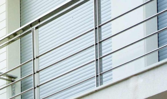 Balkon, Geländer und Handlauf aus rostfreiem Stahl